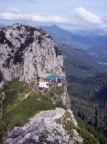 Tegernseer Hütte, eng an den Buchstein gepresst, Blick vom Roßstein