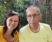 Rumblödelei bei einer Pause während des Besuches im Leipziger Zoo