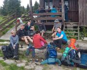 Hauptkamm Isergebirge, Rast in Na Knejpe am Männertagwochenende