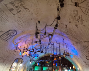 Decke des Cafes im Alchymisten und Magier Museum des alten Prags