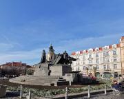 Am Jan-Hus-Denkmal auf dem Altstädter Ring, dem ältesten Platz Prags