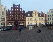 Kurztripp nach Wismar - Nach einem ersten Bad in der Ostsee ging es abends auf den Marktplatz, immerhin Weltkulturerbe.