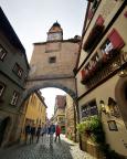 Rödergasse mit Röderturm in Rothenburg ob der Tauber