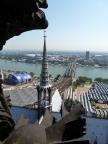 Blick vom Turm des Kölner Doms auf Oper, Liebesbrücke und Philharmonie
