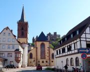 Blick auf die Stiftskirche St. Marien und die Burg Wertheim