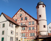 Mittelalterliches Fachwerkhaus und Turm an der Kilianskapelle
