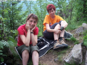 Christiane und Kerstin als Bodenpersonal an den 12 Apostel bei Oberhof