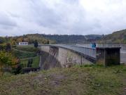 Der Hexenstieg führt über Staumauer der Talsperre Wendenfurth