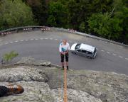 Die unkompliozierte Abseile ist hier ein echter Höhepuinkt, sie führt direkt auf die Gipfelstraße