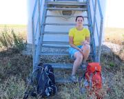 Keine Bänke und Schutzhütten, die Treppe eines Windrades dient als Rastplatz