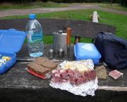 Ein zünftiges Picknick gehört zu jeder Wanderung, macht Spaß, schmeckt und stärkt die Kräfte
