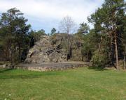 Der Rothsteiner Felsen mit Felsenbühne an der Rothsteiner Festwiese