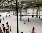 Blick in die beeindruckend große Skisporthalle von Oberhof