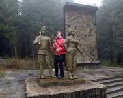 Am Waldarbeiterdenkmal, erster Höhepunkt der Wanderung nach Schmiedefeld
