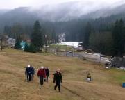 Auf den Spuren des Ultratrails am Skihang von Josefuv Dul steil nach oben