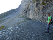 Ab jetzt geht es unterhalb der riesigen Nordwand des Eigers entlang