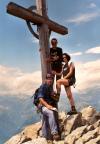Gipfelkreuz einer der beiden sehr bequem zu ersteigenden Gipfel