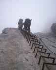 Alpspitz-Ferrata - im langen steilen Leiteranstieg, selbst im Nebel unverfehlbar