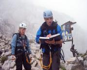 Alpspitz-Ferrata - schon früh erreicht man das Wandbuch des Klettersteiges