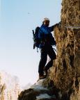 Volker in der steilen Klettersteigpassage unterhalb des Gipfels des Paternkofels