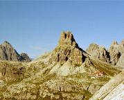 Toblinger Knoten oberhalb der Drei-Zinnen-Hütte, aufgenommen vom Paternkofel