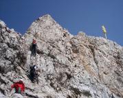 Vom Gipfel zur bebauten Plattform muss man dann aber nochmals aufpassen