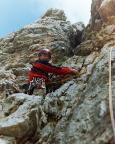Via delle Guide, Thomas beginnt die dritte Seillänge in den Rissen