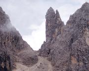 Blick auf das begehrte Ziel beim Zustieg - Torre Diavolo und Il Gobbo