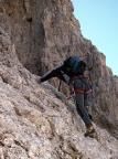 Eine italienische Seilschaft beginnt vor uns im gutmütigen Einstiegsgelände