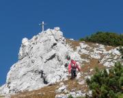 Die letzten Meter zum Gipfel führen einfach über schrofiges Gelände