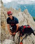 Thomas glücklich auf dem Gipfel Punta Col de Varda über Missurina