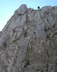 Blick in die Abseilwand der Roßsteinnadel, die in die Scharte führt
