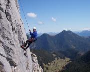Beeindruckend luftige und lange Abseilfahrt durch die Südwand