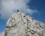 Blick vom Gratturm auf Schlusswand und Standplatz vor dem Gipfel