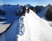 Gratwanderung am Aletschhorn, unten links der Konkordiaplatz