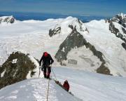 Die letzten Meter in großer Kulisse zum Gipfel des Aletschhorns