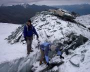 Ködnitzkees – Heike überquert unkonventionell eine Gletscherspalte