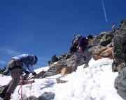 Und dann endlich ist auch das Gipfelkreuz in greifbarer Nähe