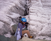 Und wieder geht es recht unkonventionell durch die Gletscherspalten