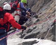 Versuch 2006 – sind hier Bergführer am Werk  oder nur Geldabzieher