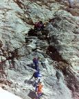 Felsklettern mit Steigeisen, hier die letzten Meter abwärts auf den Challifirn