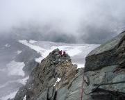 Am Gipfelaufschwung, mit einem Drahtseil bestens gesicherte Passage