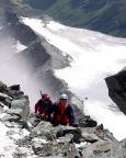 Thomas und Franz stehen nur noch wenige Meter vom Gipfel entfernt