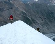 Der letzte steile Abstieg zur Adlersruhe, im Hintergrund die Pasterze