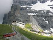 Auffahrt mit der Wengenalpbahn in Richtung Eiger Nordwand