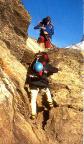 Eine der kurzen Kletterpassagen, die im Zu- und Abstieg weit unten zu bewältigen sind
