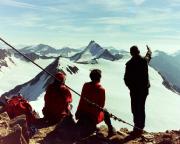 Auf dem Gipfel des Similaun bei herrlicher Aussicht auf den Alpenhauptkamm