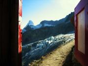 Grandiose Aussicht vom klassischen Plumpsklo der Rothornhütte