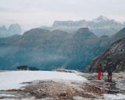 Blick durch den Morgennebel zur Sella-Gruppe und zum Piz Boe