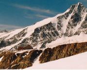 Oberwalderhütte vor der Kulisse der Nordseite des Großglockners